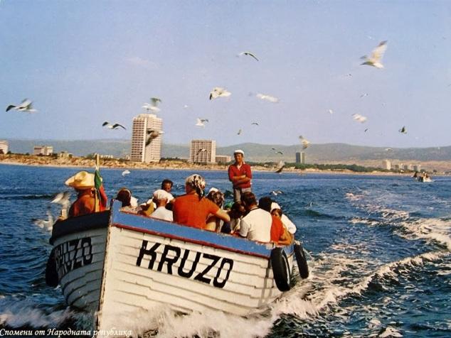 разходка с лодка край сл бряг 70те