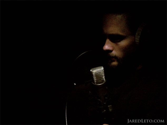 jared-leto-singing-in-the-dark