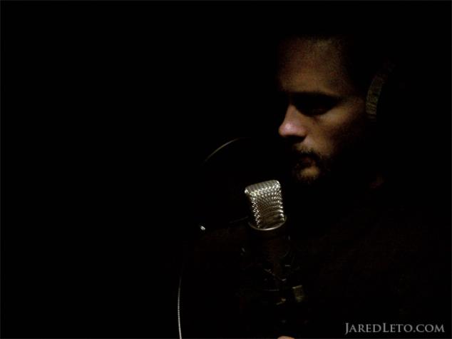 jared-leto-singing-in-the-dark